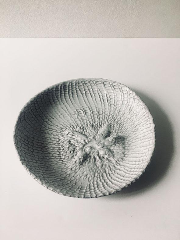 6) Aurelie Mathigot, collaborazione con Astier de Villatte, 2017, ceramica, dimensioni variabili